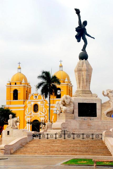 Freedom monument, Plaza de Armas, Trujillo, Peru